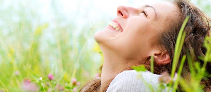 Субъективное счастье частично определяется тем, как человек оценивает удовлетворенность жизнью \ youtube.com
