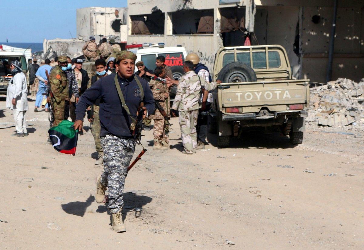 Libya crisis: Fighting near Tripoli leaves 21 dead – BBC