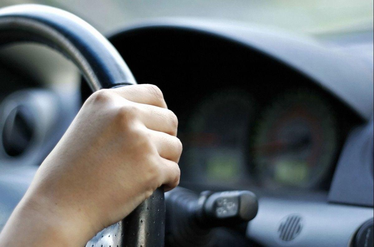 Пострадавшая в результате нападения водителя сейчас в больнице / фото autonews.com.ua
