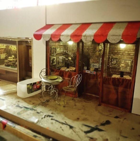 На вулицях Мальме миші можуть відпочити за столиком в кафе / Фото instagram.com/anonymouse_mmx