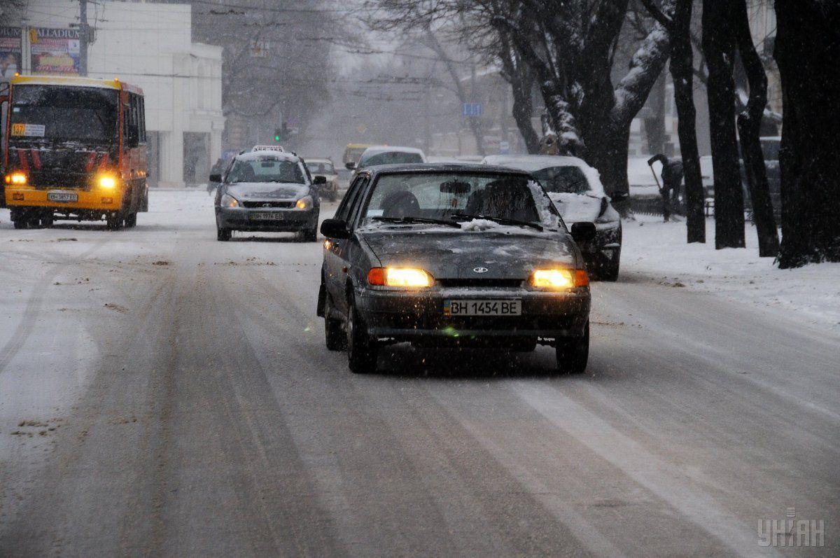 На дорогах Киеве сохраняется гололедица / УНИАН