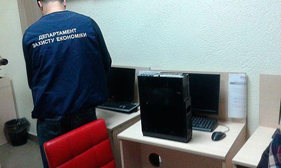 Оперативники УЗЕ и следователи областной полиции провели 61 санкционированной обыск / npu.gov.ua