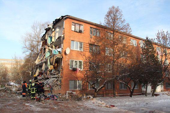Спасатели продолжают убирать обваленные конструкции / ГУ НП у Чернігівській області
