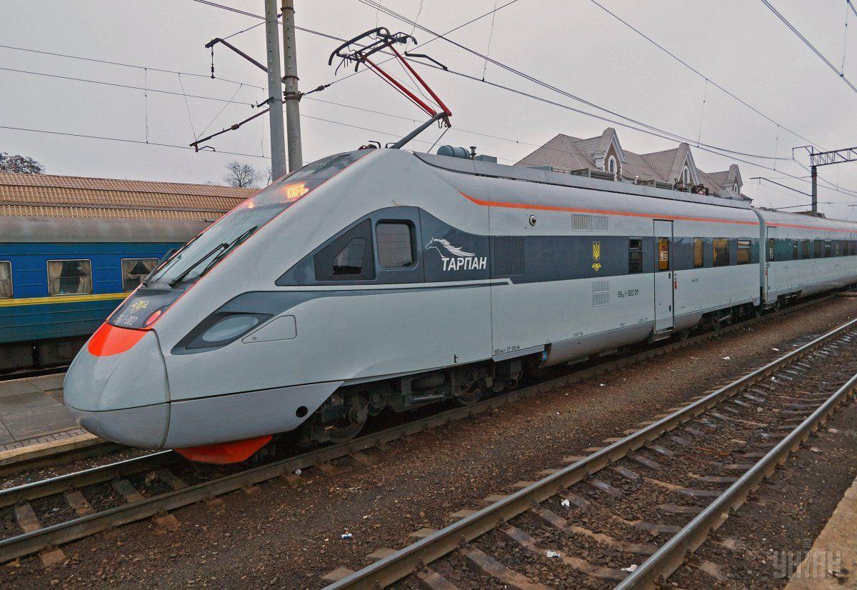 У липні швидкісними поїздами скористалася рекордна кількість пасажирів / фото УНІАН