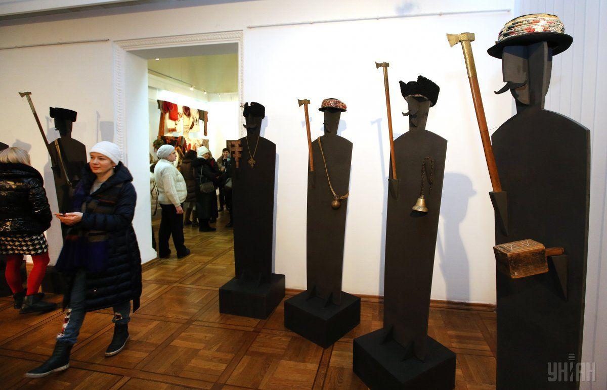 Выставка знакомит с обычаями гуцулов / Фото УНИАН
