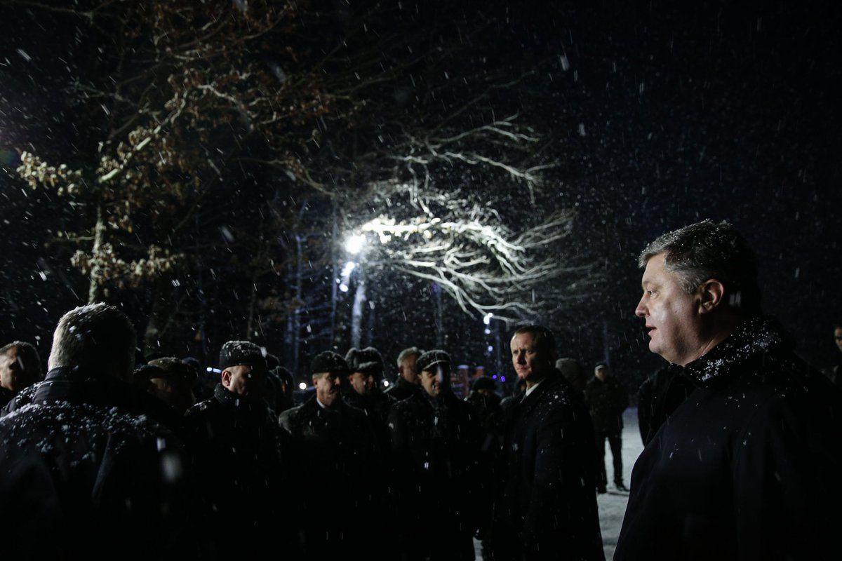 Порошенко во время рабочей поездки на Прикарпатье / twitter.com/STsegolko