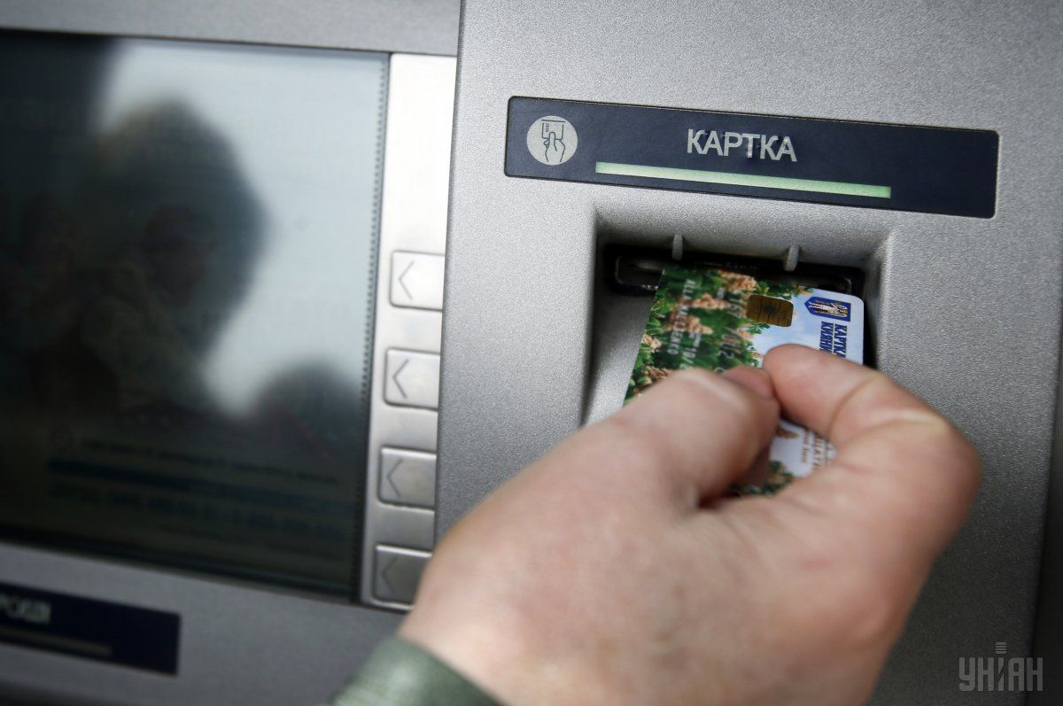 Мирося, для ьебя видосик тсн, глянь, раптом є що цікаве - Шахраї вигадують нові способи махінацій з банківськими картками / фото УНІАН