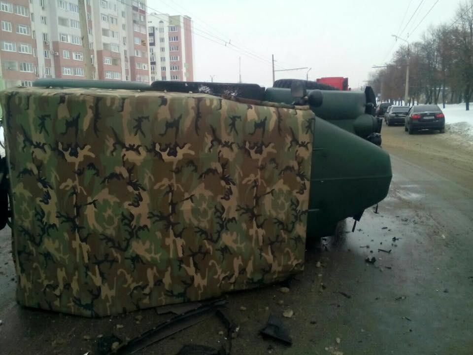 В результате аварии ГАЗ перевернулся / glavnoe.ua