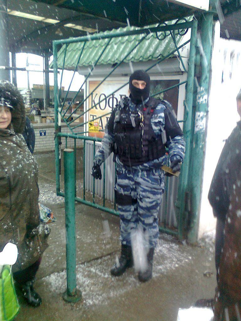 Очевидцы сообщают о вооруженных бойцов ОМОНА, которые проводили