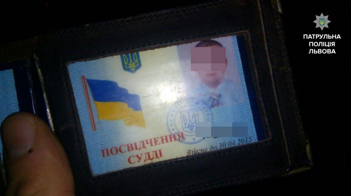 На судью оформили протокол за управление транспортным средством в состоянии алкогольного опьянения / facebook.com/lvivpolice