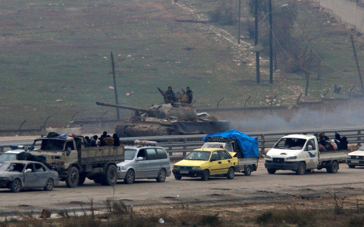 Эвакуация гражданских и повстанцев с осоджених правительственными войсками районов Алеппо 16 декабря / REUTERS