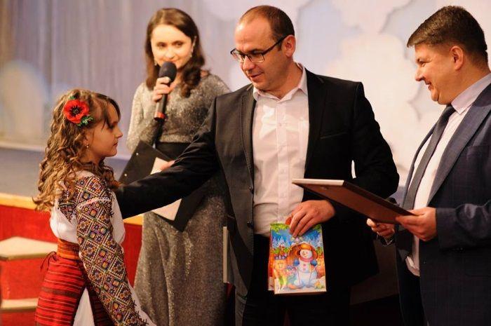 Дітям напередодні свята Миколая подарували солодощі
