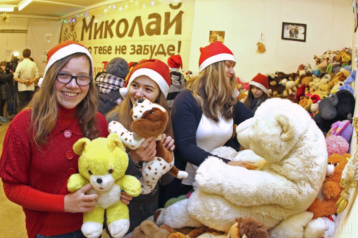 Деньги на лекарства, а это 19 тысяч гривен, дети собрали на благотворительной школьной ярмарке
