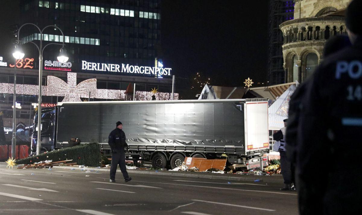Грузовик въехал в толпу в Берлине / REUTERS