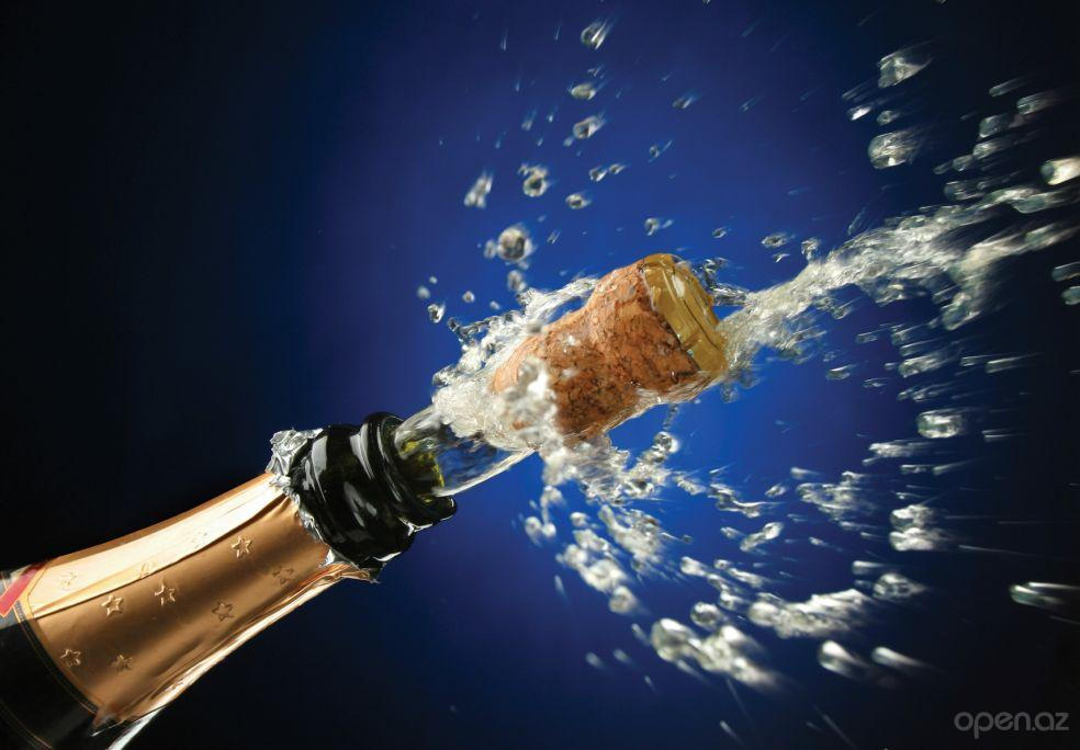 Французькі виробники погодилися назвати в РФ шампанське просто ігристим вином/фото open.az