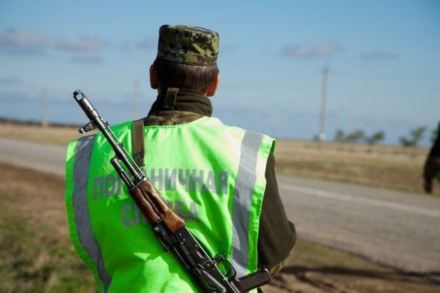 Российские пограничники доставили задержанных в оккупированный Крым / фото InfoResist