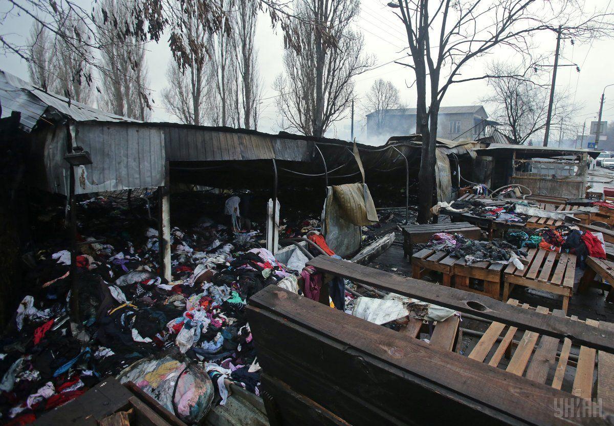 Последствия пожара на рынке возле станции метро