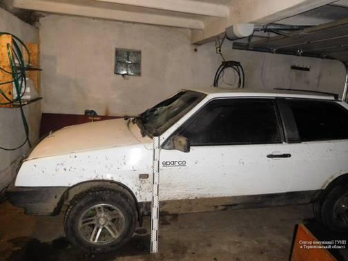 Разом з водієм у гаражі було й двоє свідків ДТП / Фото УНІАН