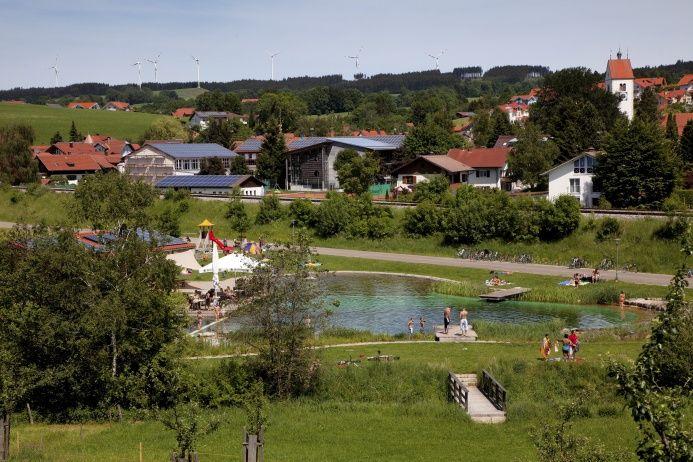 Посёлок Вильдпольдсрид добился полной энергетической независимости и заработал в прошлом году 4,7 миллиона евро на продаже энергии, полученной из возобновляемых источников / greenbelarus.info