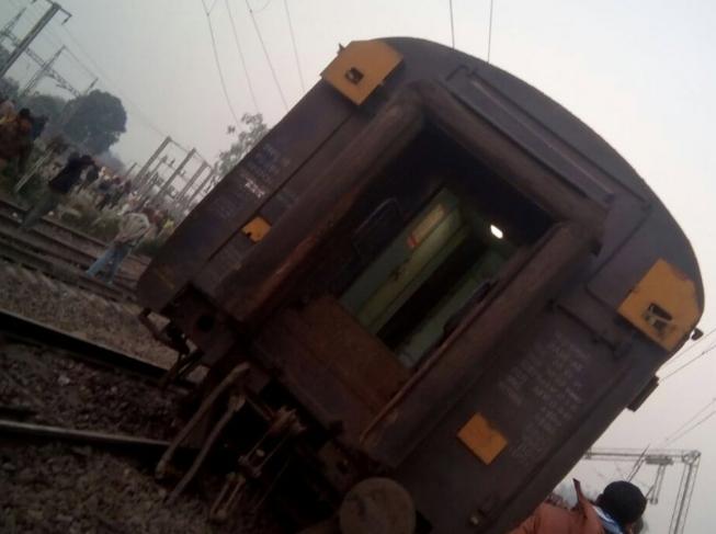 Возможной причиной катастрофы называют плохую видимость из-за густого тумана / navbharattimes.indiatimes.com