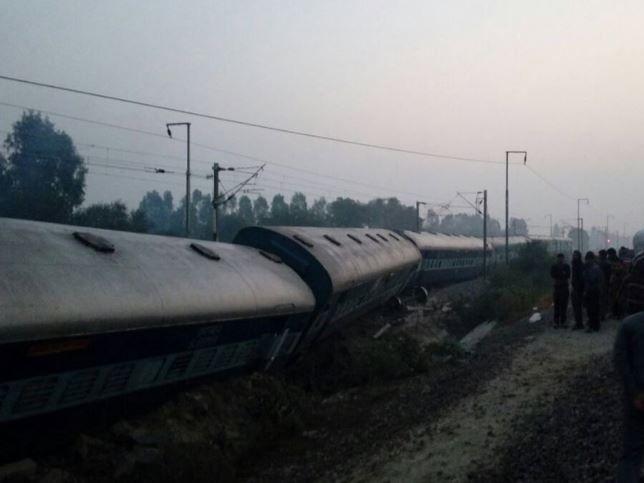 Сейчас на месте инцидента работают спасатели / navbharattimes.indiatimes.com