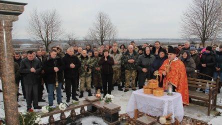 Помолитись за упокій героя прийшли батьки, друзі, сусіди та побратими / oda.te.gov.ua