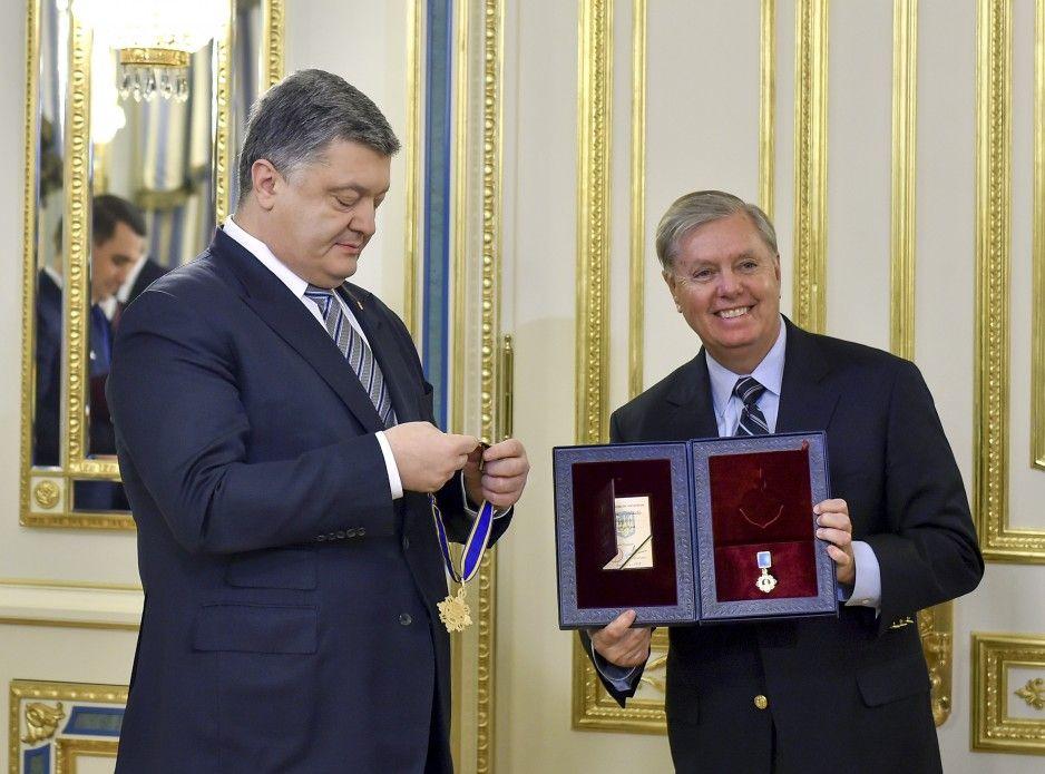 Порошенко нагородив сенатора Грема - орденом Ярослава Мудрого / president.gov.ua