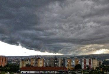 Азорские острова пострадали от мощного шторма (видео)