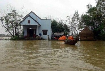 Жертвами наводнений во Вьетнаме стали семь человек (видео)