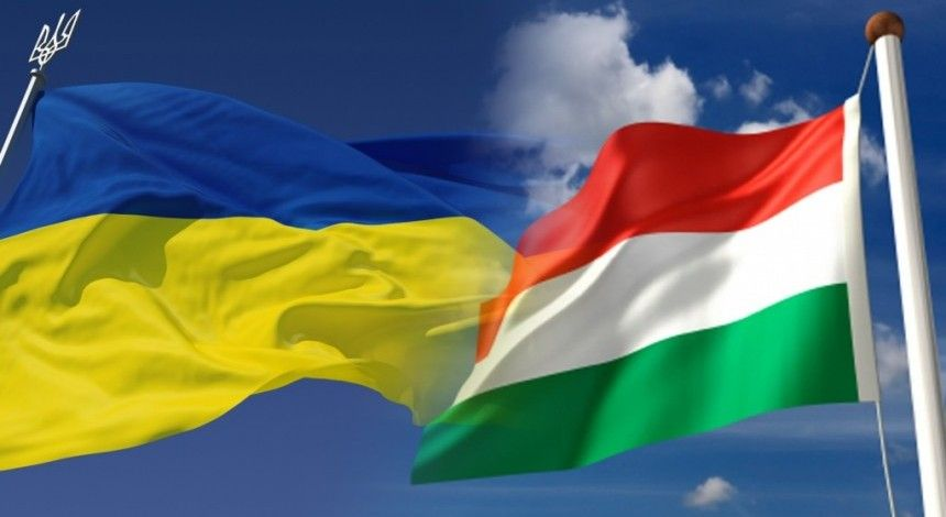 Hungary's consulate reportedly issues Hungarian passports to Ukrainians (Video)
