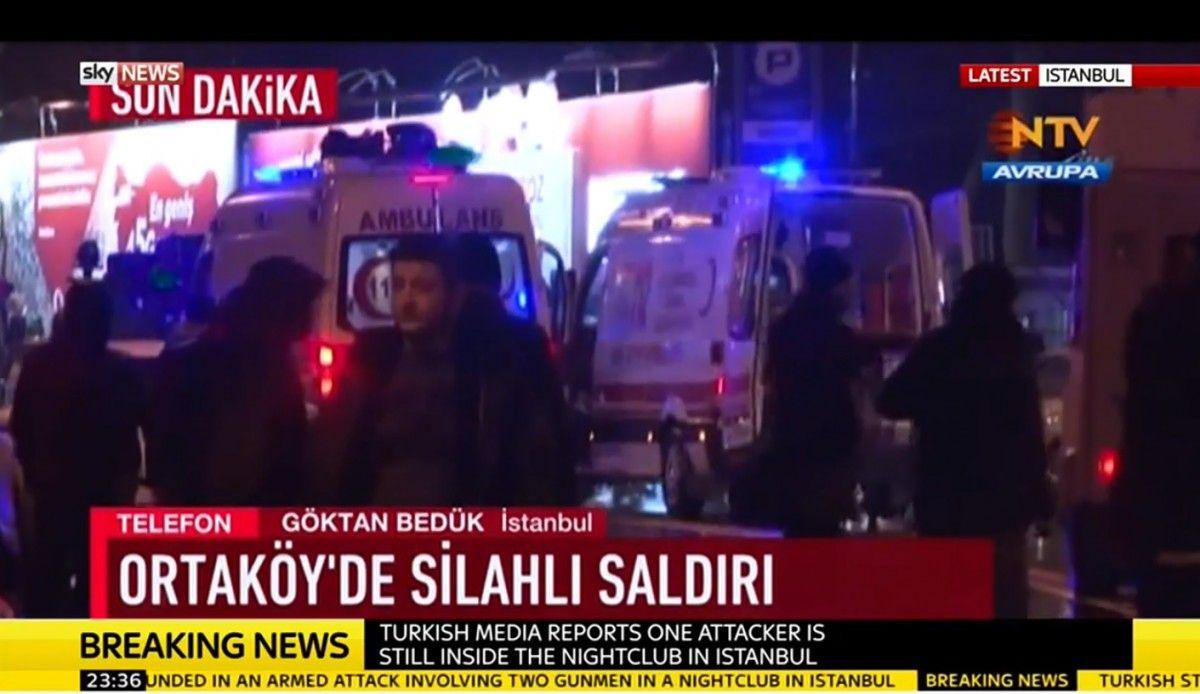 До місця події приїхали машини швидкої допомоги, які відвозять поранених до лікарень / скріншот Sky News