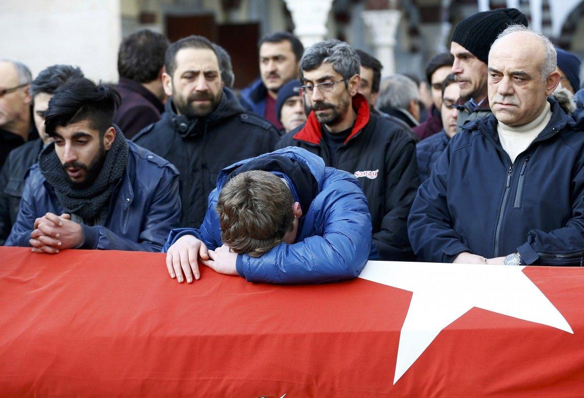 Прощание с жертвами теракта в Стамбуле / REUTERS