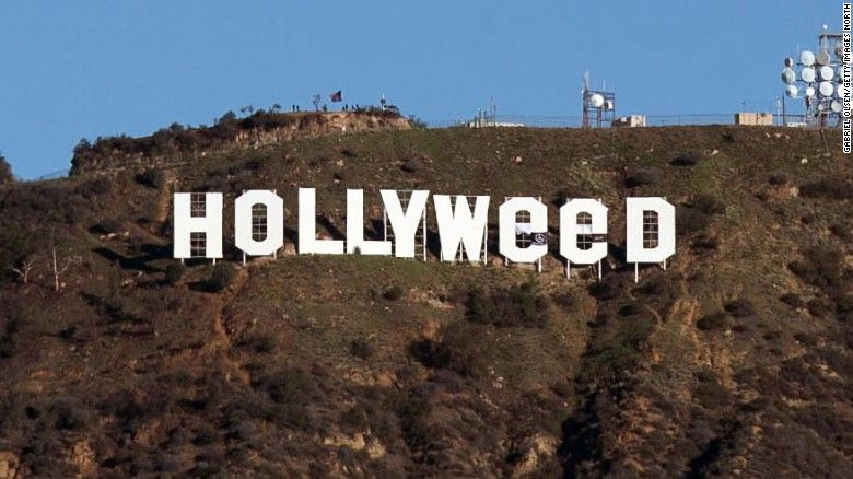 В новогоднюю ночь Голливуд сделали зеленее / Фото via cnn.com