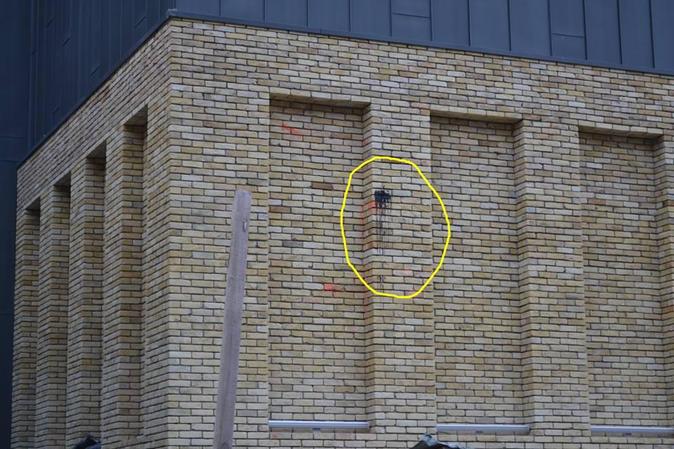 На фасаде театра заметили черную краску / Община Андреевского спуска, Facebook