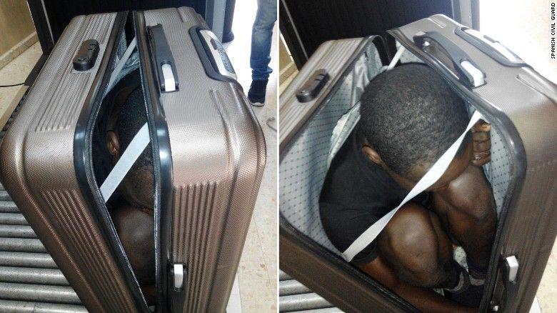 19-летний мигрант из Габона был найден скрытым внутри чемодана / CNN