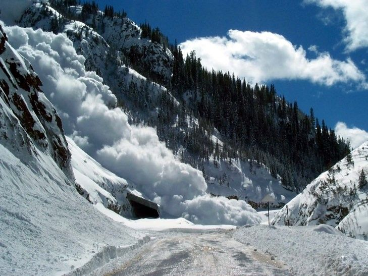 В Карпатах сохраняется лавинная опасность / zak.depo.ua