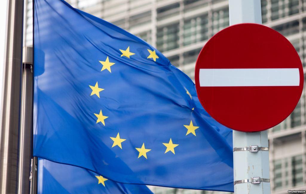 Санкции подразумевают запрет на поездки в ЕС и замораживание активов 88 человек и семи компаний/ фото shutterstock.com