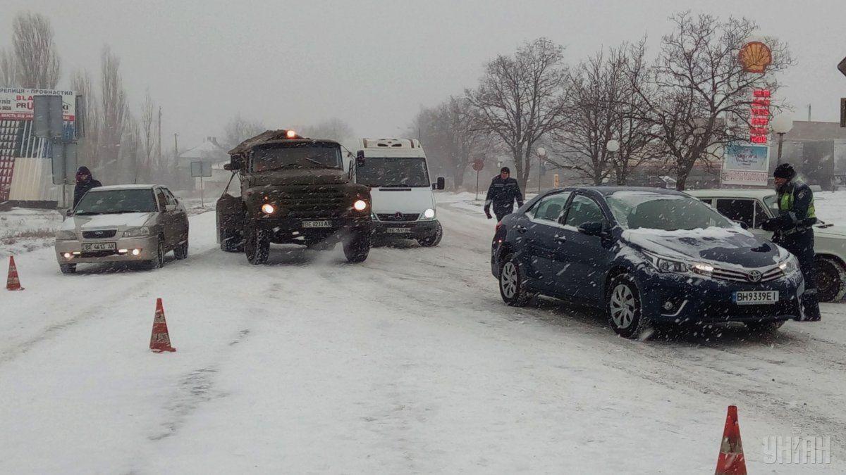 У вівторок на Прикарпатті триватимуть снігопади, а на дорогах збережеться ожеледиця