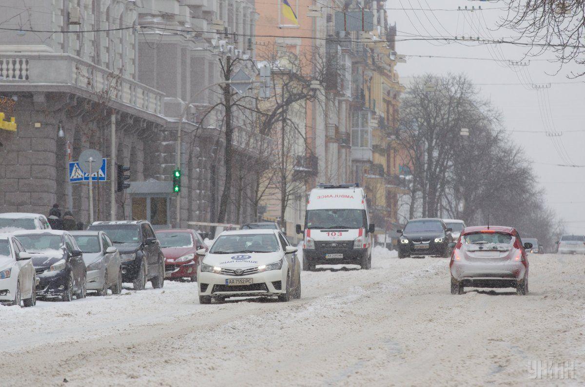 Киев накрыл мощный снегопад / УНИАН
