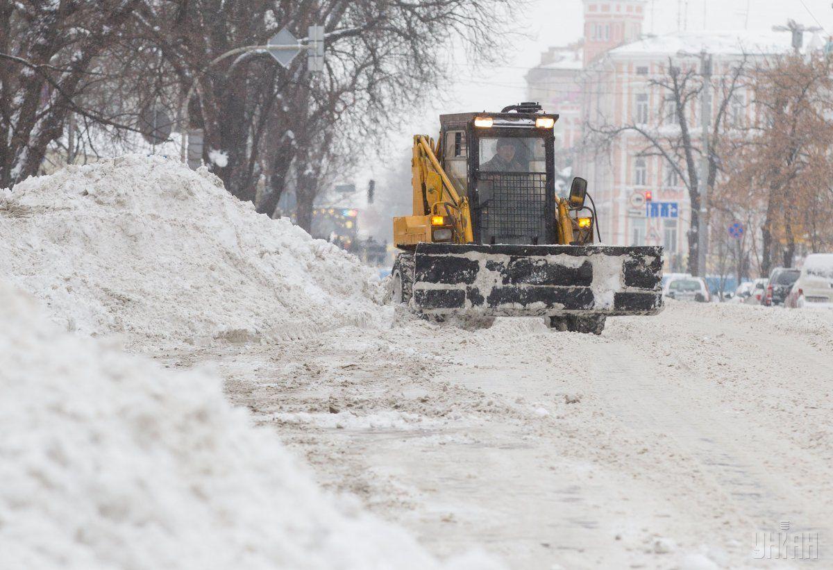 Уборка снега в Киеве / УНИАН