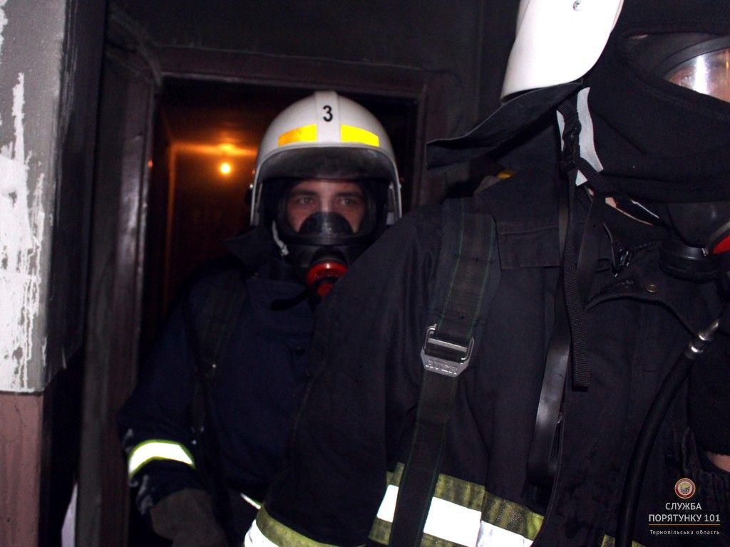 В центрі Івано-Франківська трапилась пожежа в під'їзді багатоповерхового житлового будинку