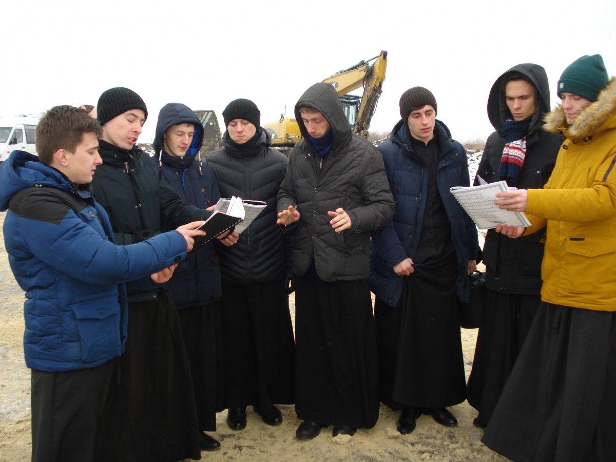 Студенты Кдаис поют колядки / Центр информации УПЦ