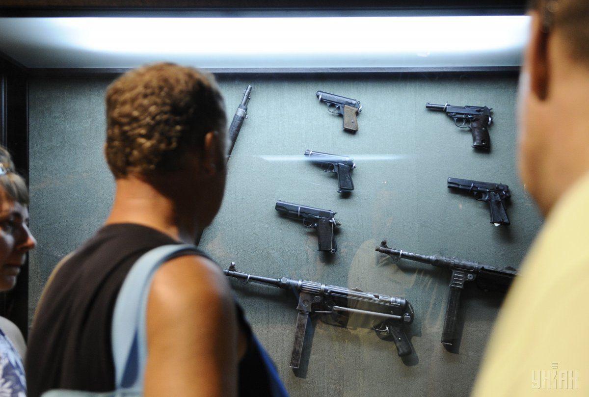 Большинство украинцев не поддерживают легализацию покупки оружия / фото УНИАН