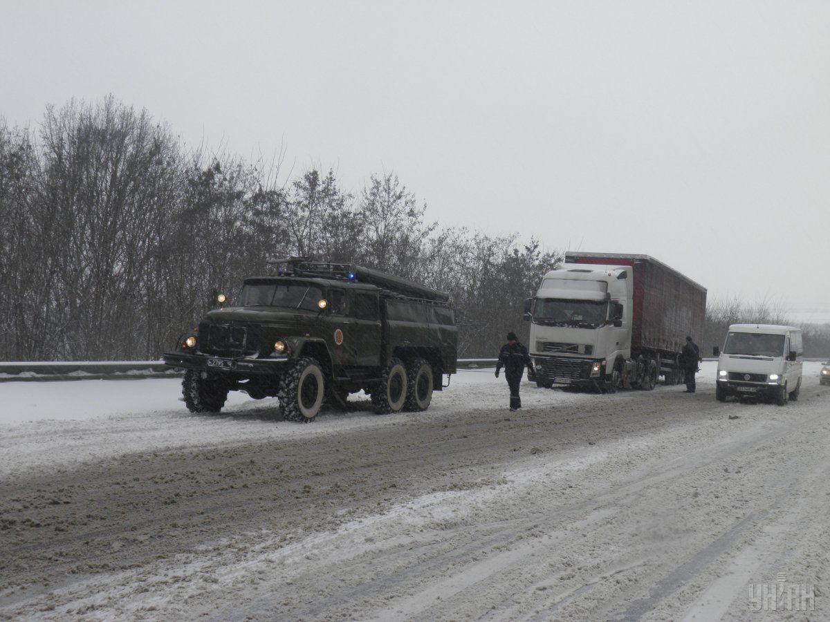 Вчора через сильніснігопадибув обмежений в'їзд в Полтавську область / фото УНІАН