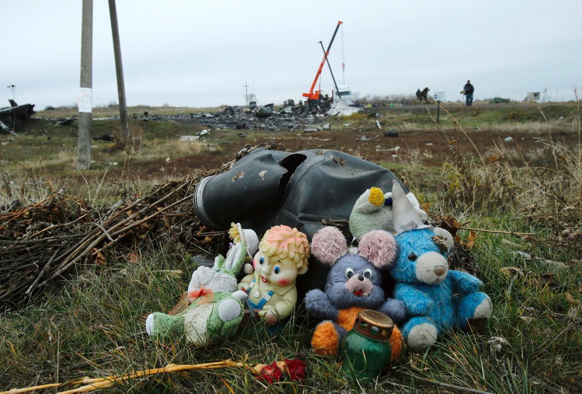 Место падения обломков самолета в Торезе / REUTERS