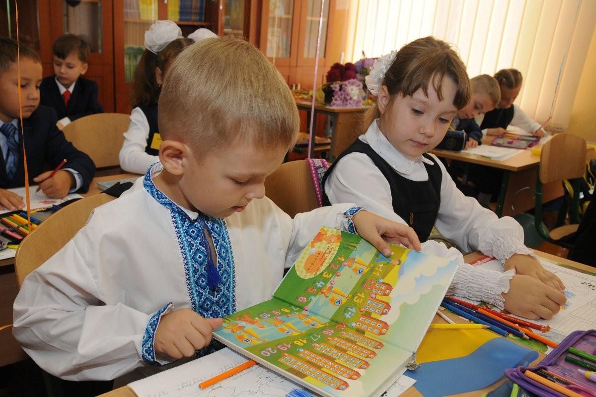 Ученикам 1-4 классов передвижение в школах будет разрешено без масок \ УНИАН