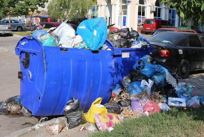 У Дніпрі склалась загрозлива ситуація з вивезенням сміття / фото УНІАН