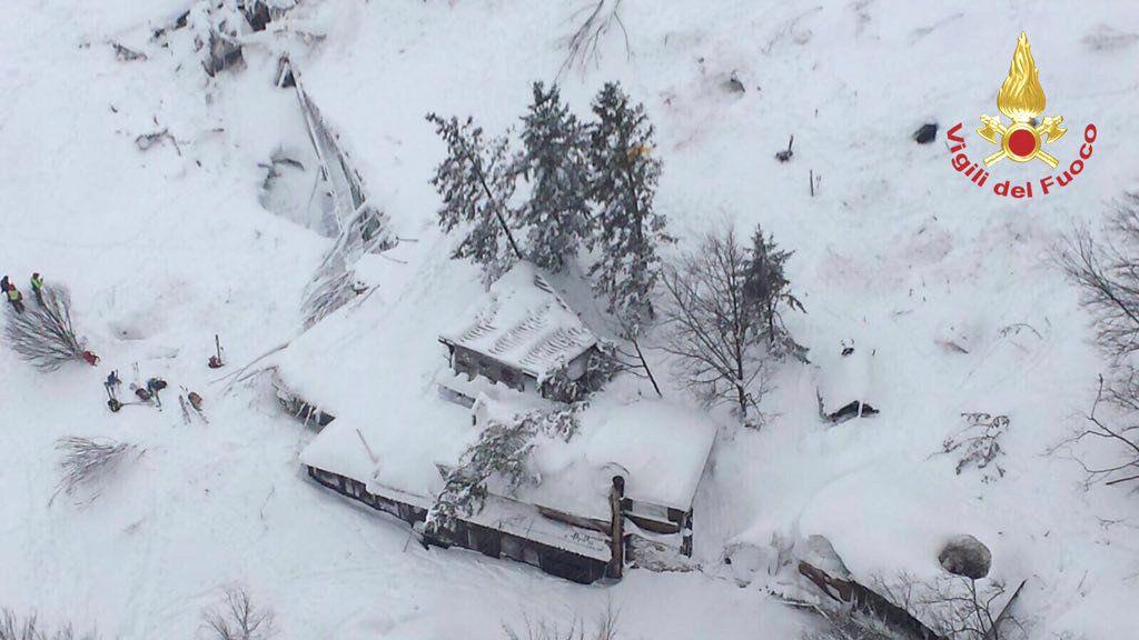 Готель в Італії, який постраждав внаслідок лавини / Vigili del Fuoco/Handout via REUTERS