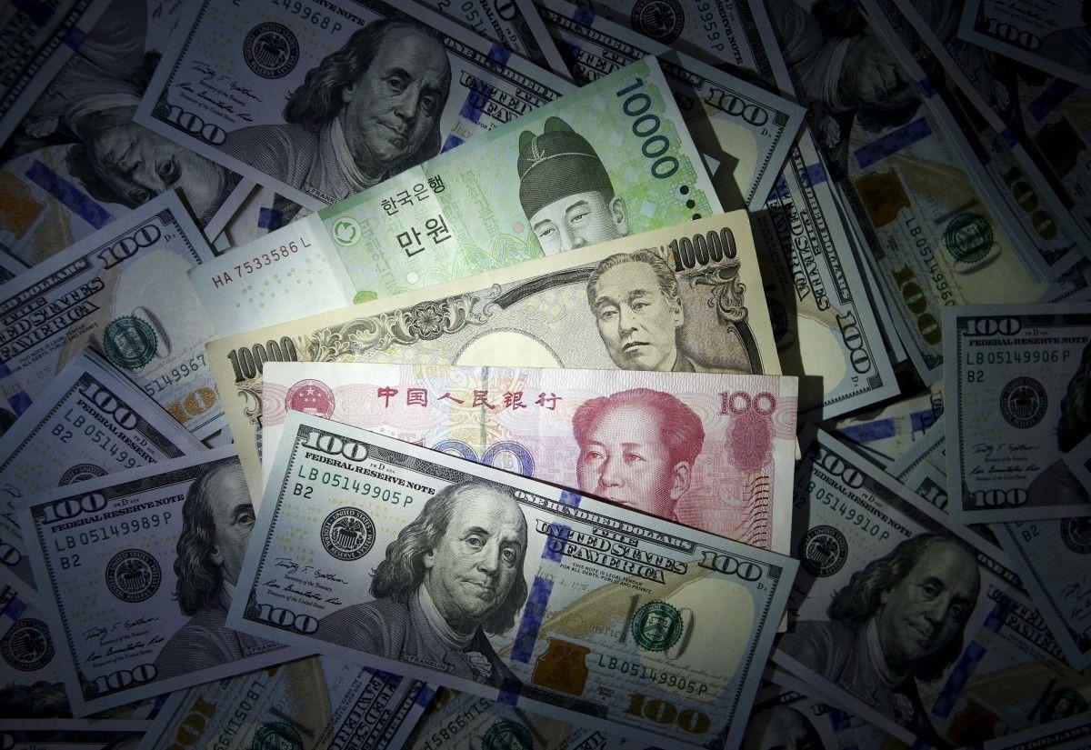 Иностранцы избавляются от украинских облигаций и выводят деньги / REUTERS