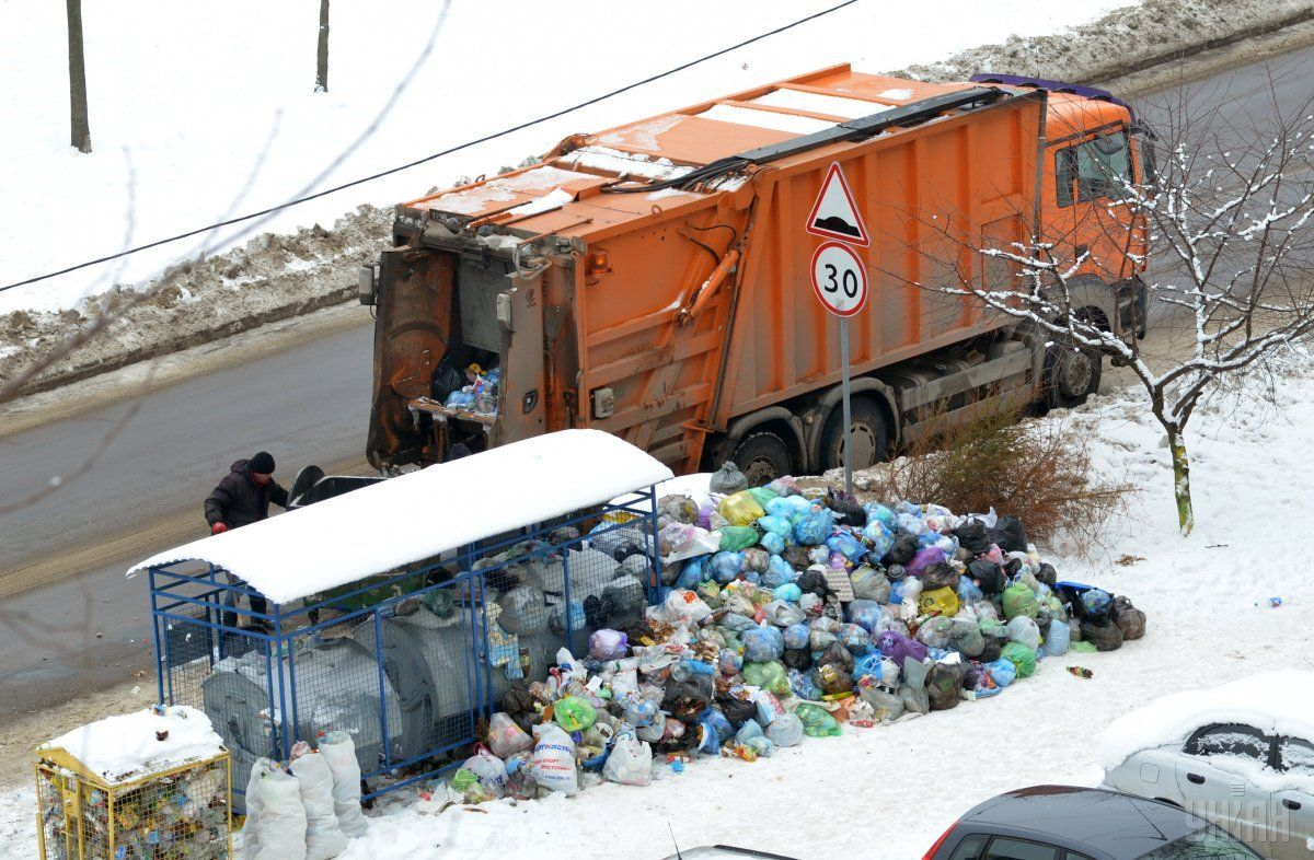Дрогобыч уже почти два месяца в мусорной блокаде / фото УНИАН